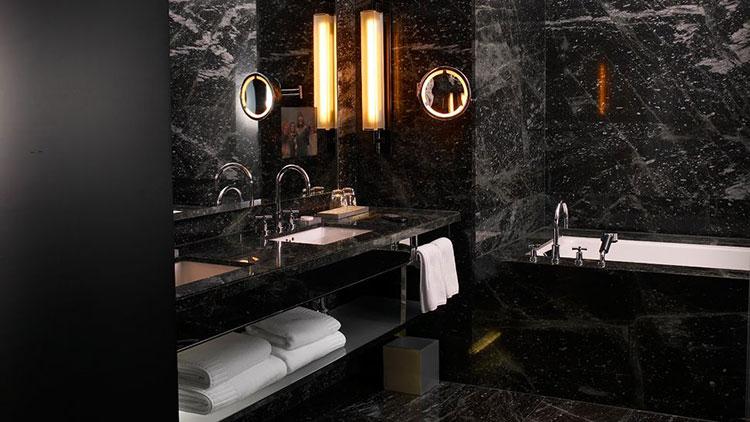 Come arredare un bagno in marmo nero n.04