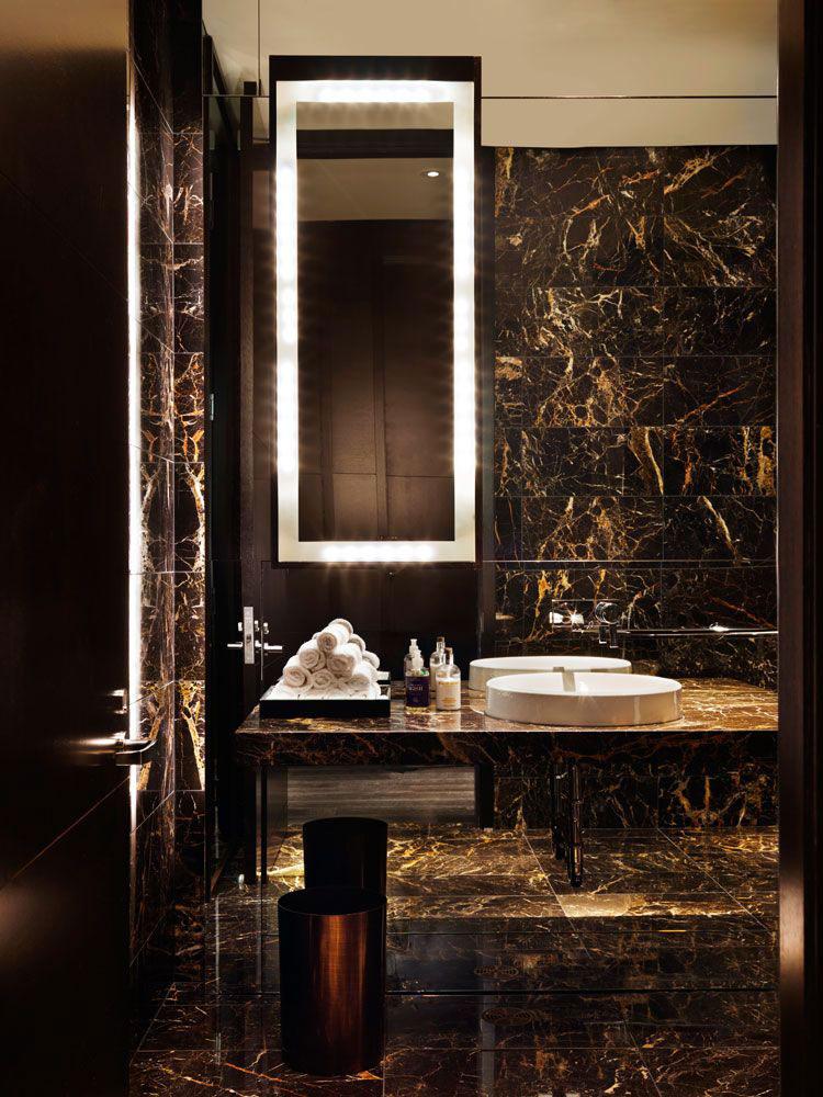 Come arredare un bagno in marmo nero n.06