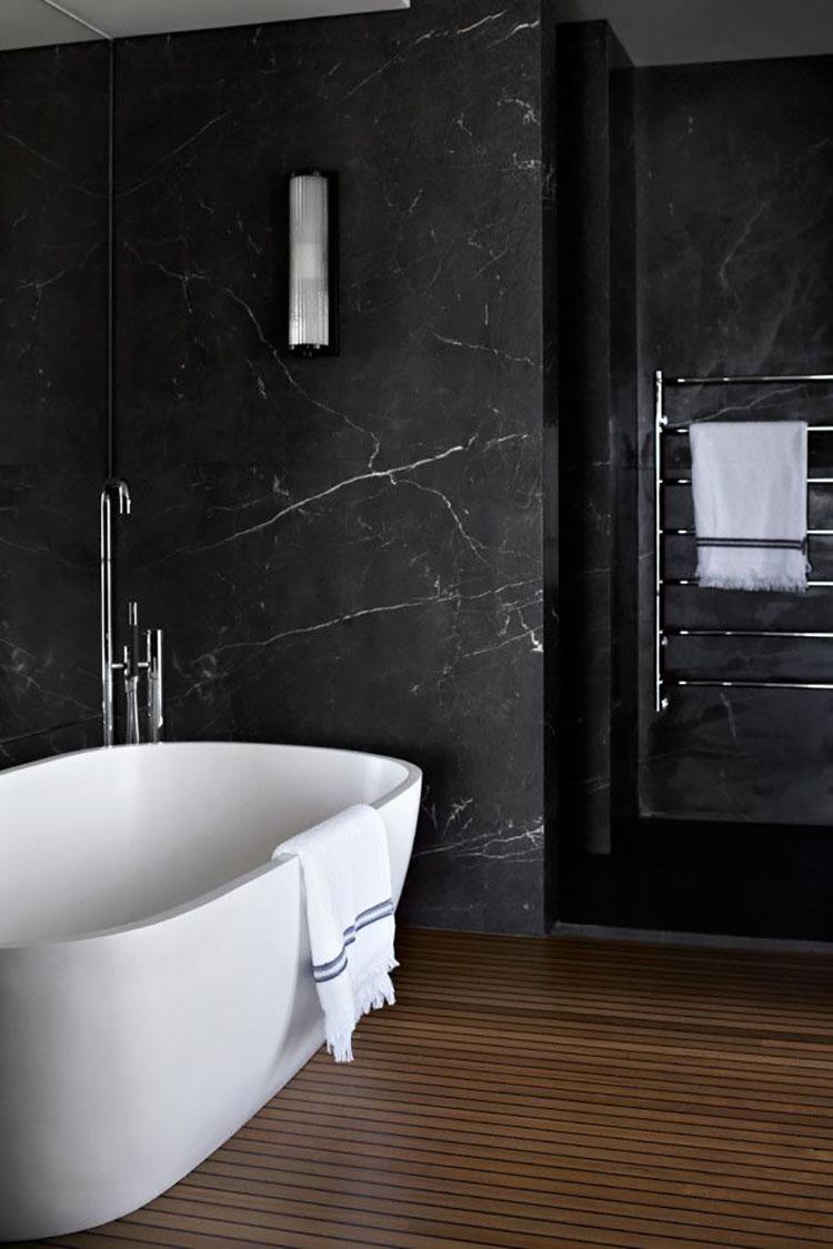 Come arredare un bagno in marmo nero n.07