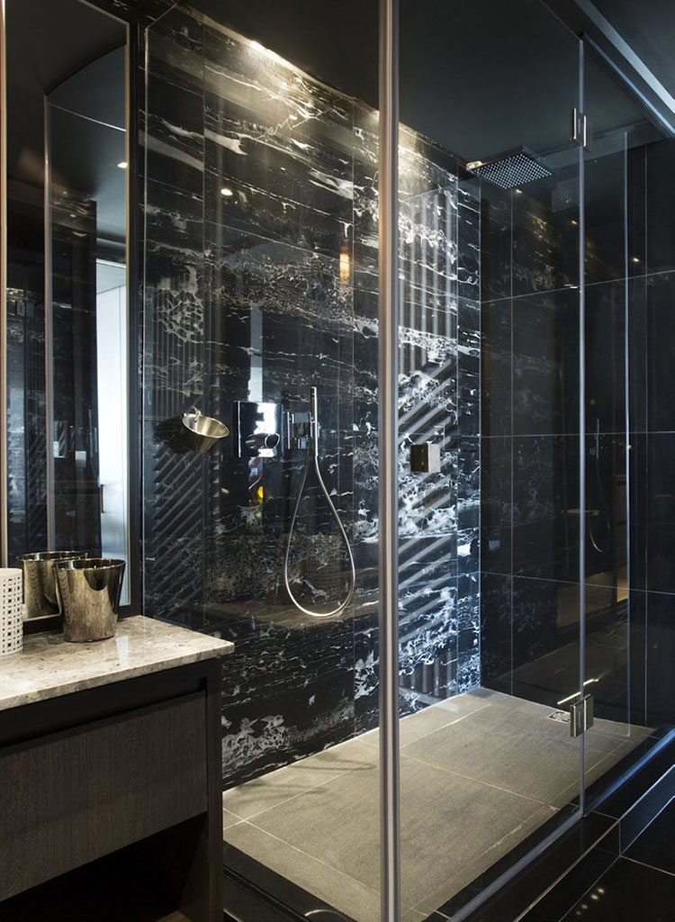 Come arredare un bagno in marmo nero n.15
