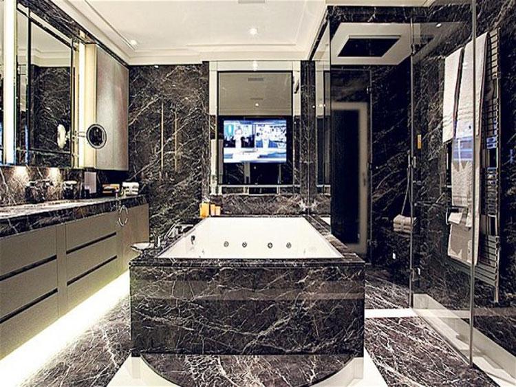 Come arredare un bagno in marmo nero n.16