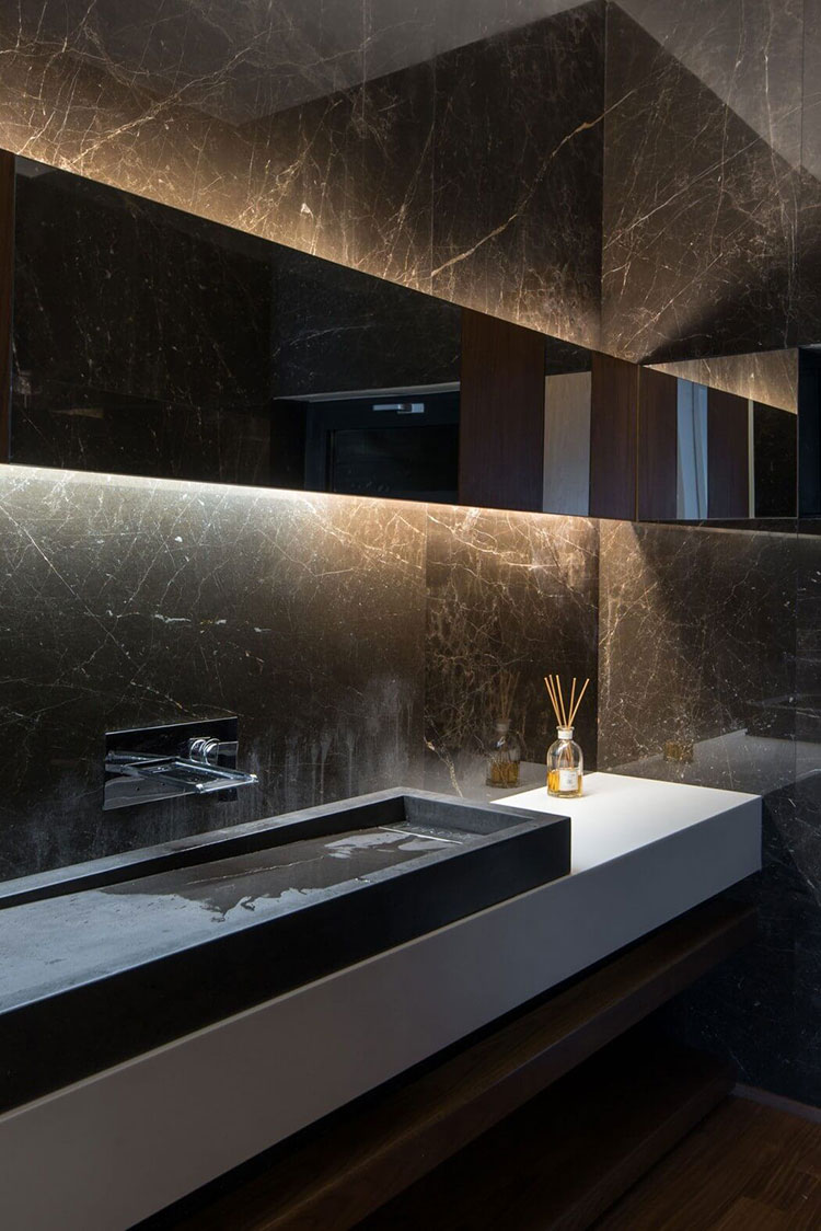 Come arredare un bagno in marmo nero n.19