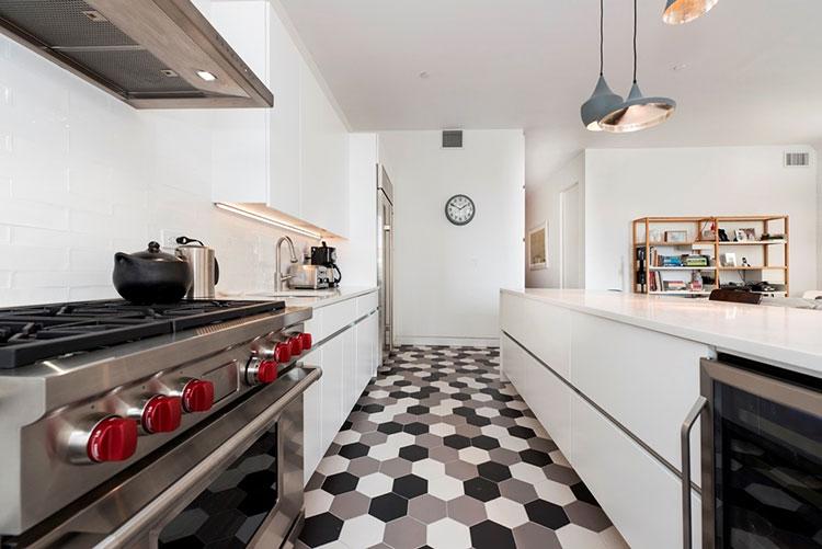 Idee per pavimenti di una cucina stretta e lunga n.03