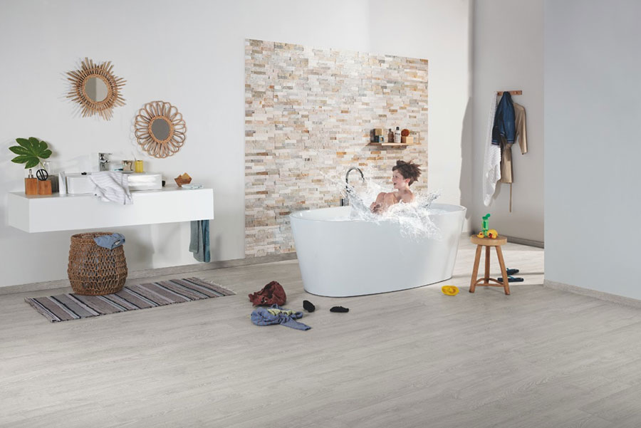 Pavimento in laminato per bagno n.3