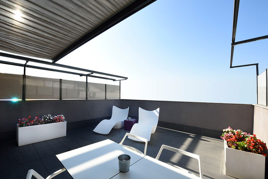 Idee di arredamento per terrazzo di design n.02