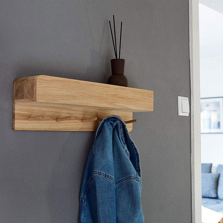 Modello di appendiabiti da parete in legno con mensola n.05