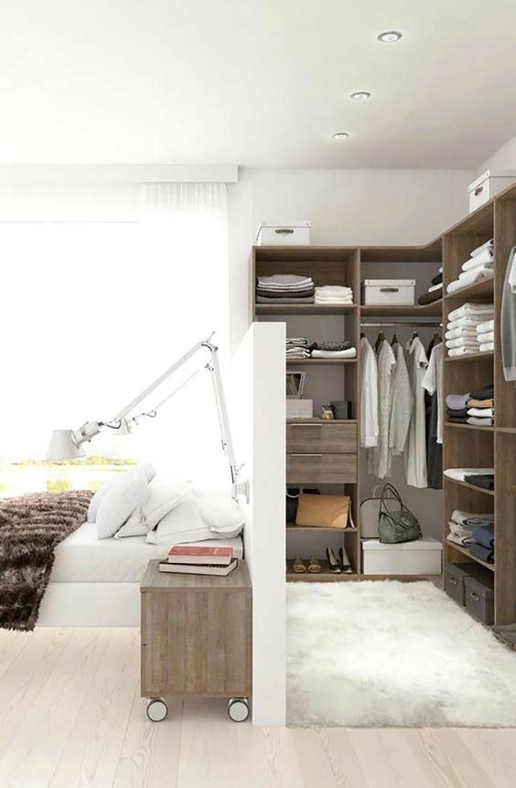 Idee per creare una cabina armadio dietro al letto n.08