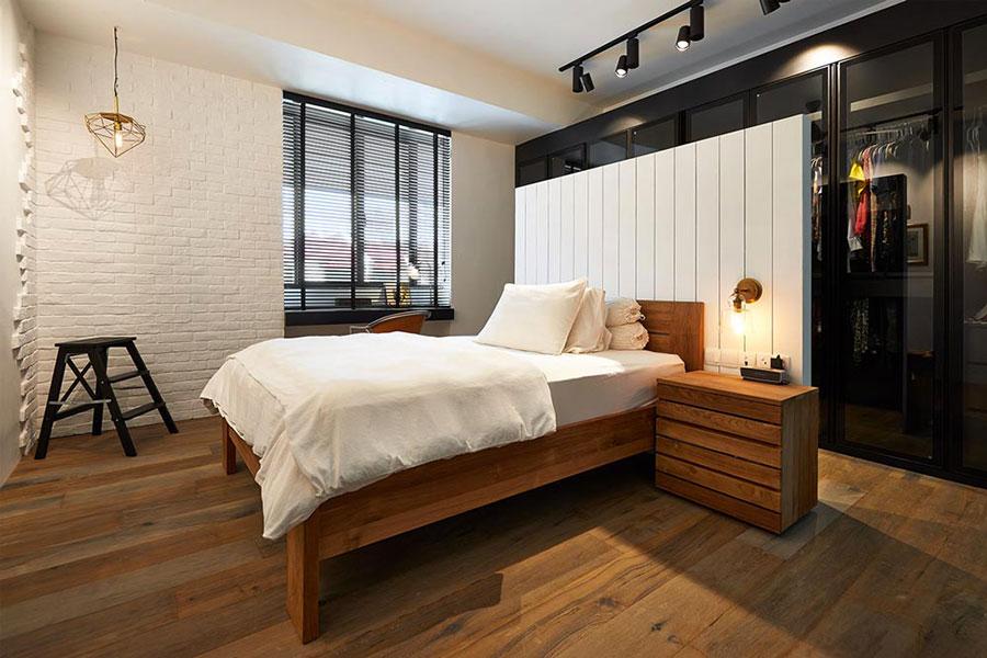 Idee per creare una cabina armadio dietro al letto n.11