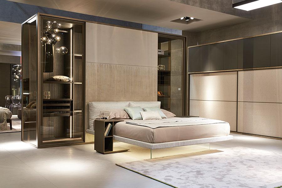 Idee per creare una cabina armadio dietro al letto n.14
