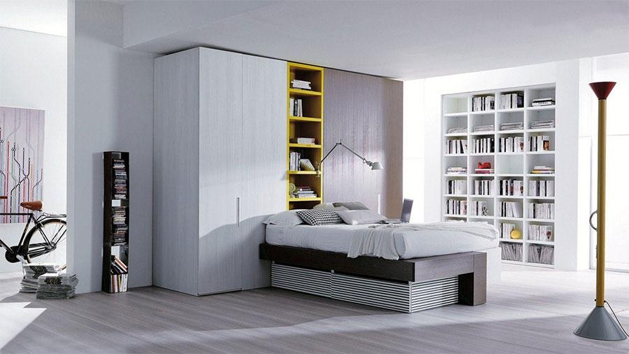 Idee per creare una cabina armadio dietro al letto n.18