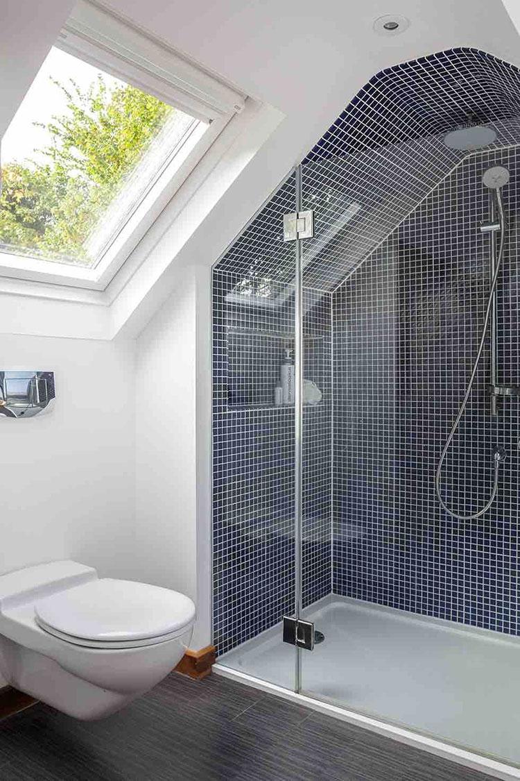 Progetto di un bagno in mansarda con doccia 2