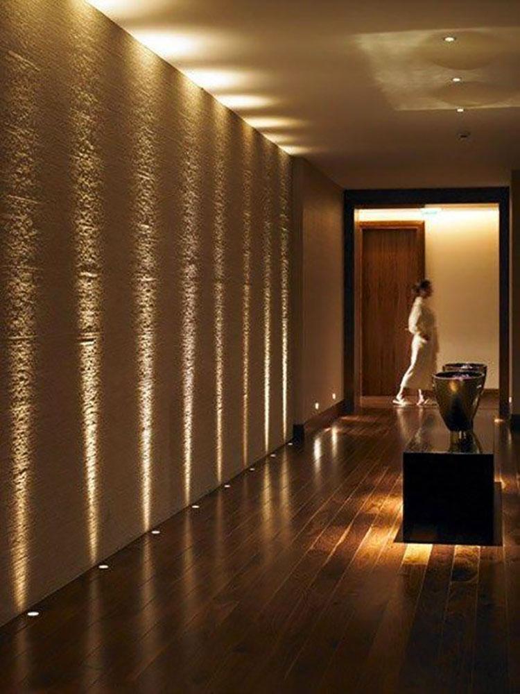 Idee per illuminare il corridoio con i faretti 1