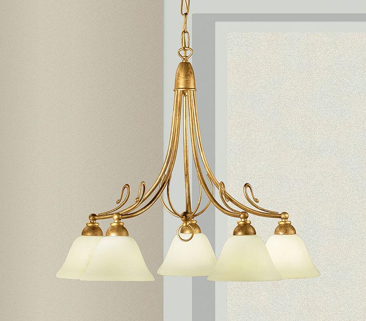 Modello di lampadario vintage in ferro battuto n.1
