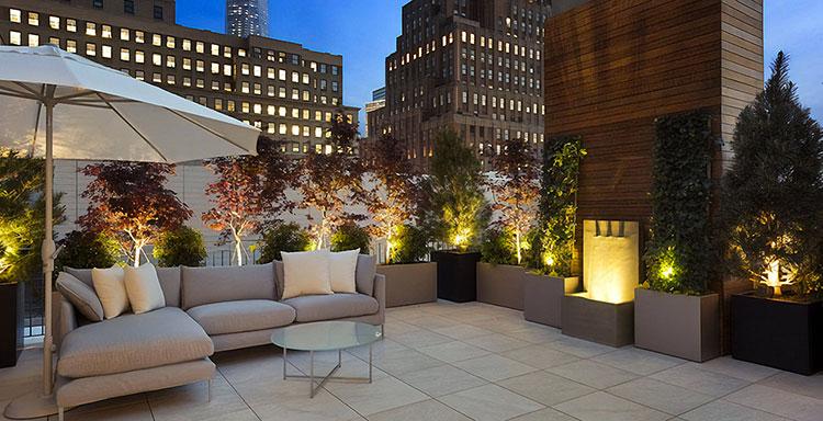 Idee per abbellire un terrazzo con le luci n.6