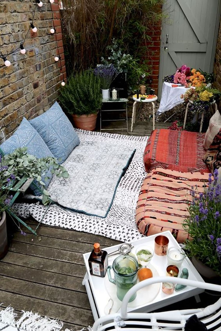 Idee per abbellire un terrazzo con tessuti n.2