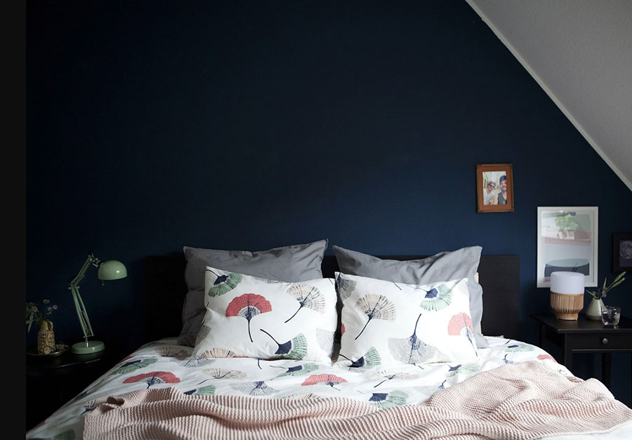 Idee per arredare la camera da letto in mansarda con Ikea n.04