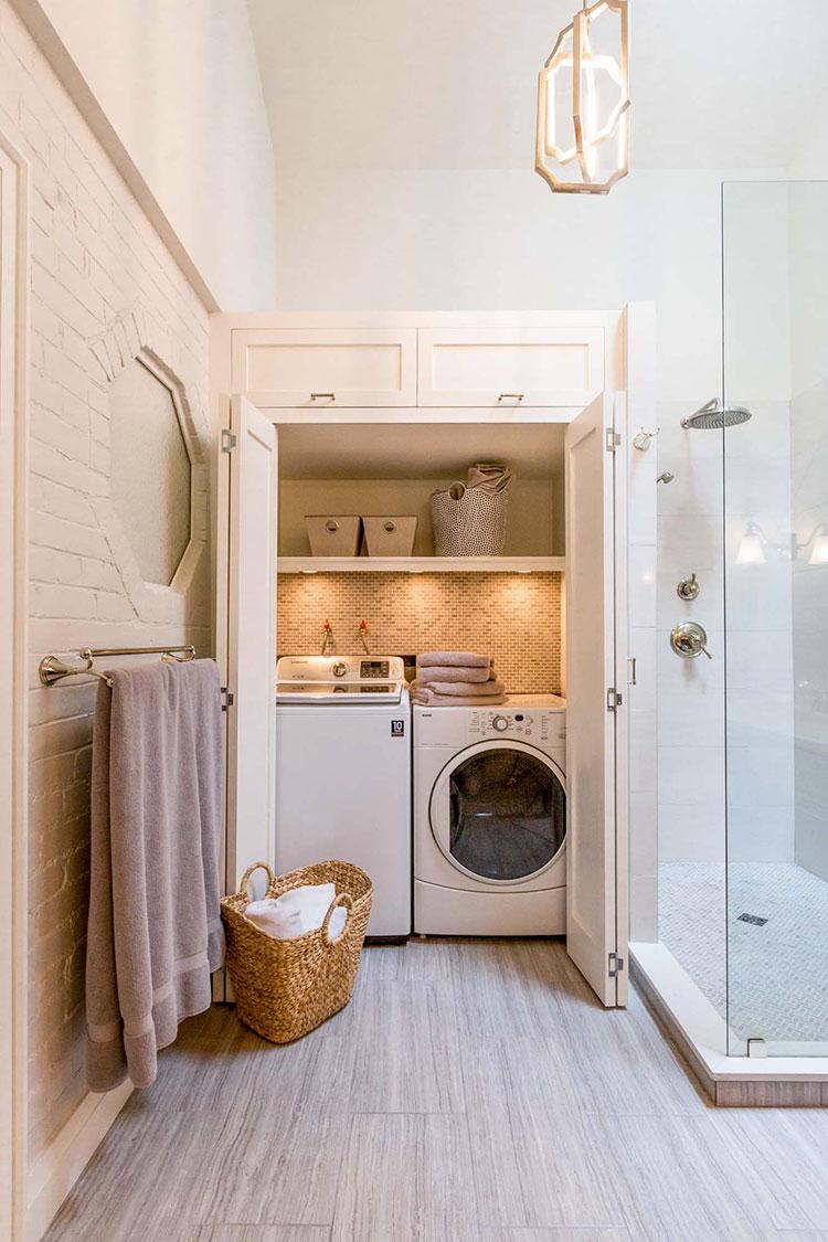 Idee per creare un bagno con lavanderia nascosta n.3