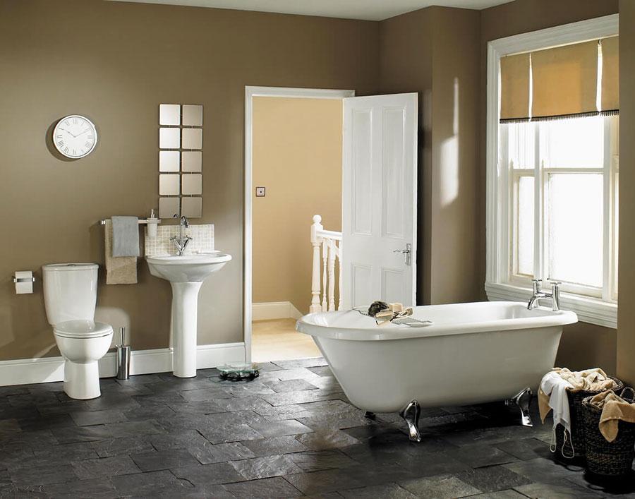 Idee per bagno con pareti marroni 01