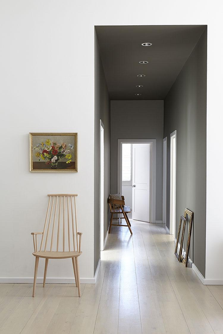 Idee per dipingere un corridoio grigio 3