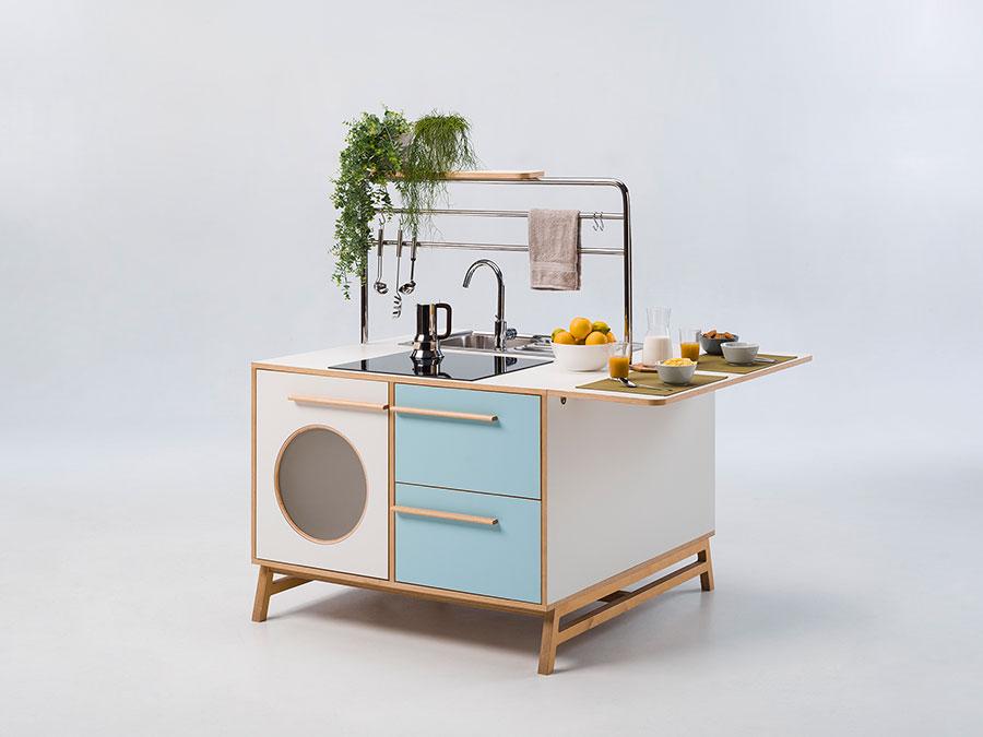 Modello di cucina salvaspazio per monolocale di DesignMood