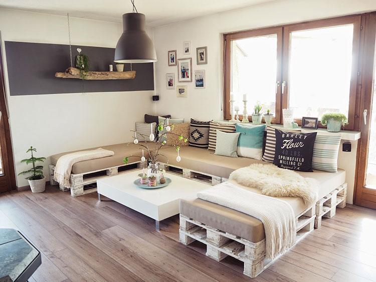 Idee per costruire un divano con bancali fai da te n.02