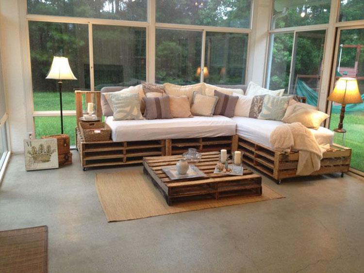 Idee per costruire un divano con bancali fai da te n.04