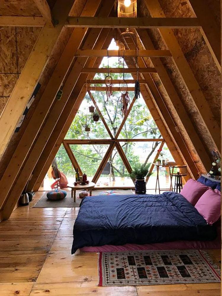 Idee per arredare una mansarda in legno moderna n.17