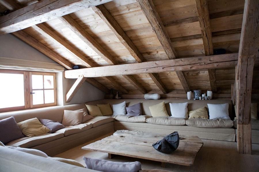 Idee per arredare una mansarda in legno rustica n.03
