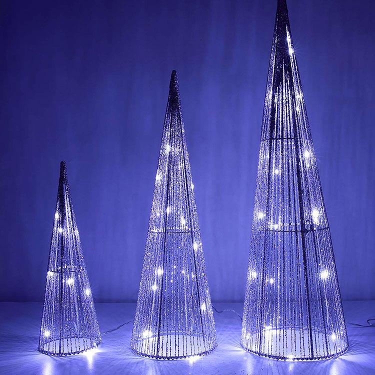 Modello di albero di Natale moderno piccolo n.01