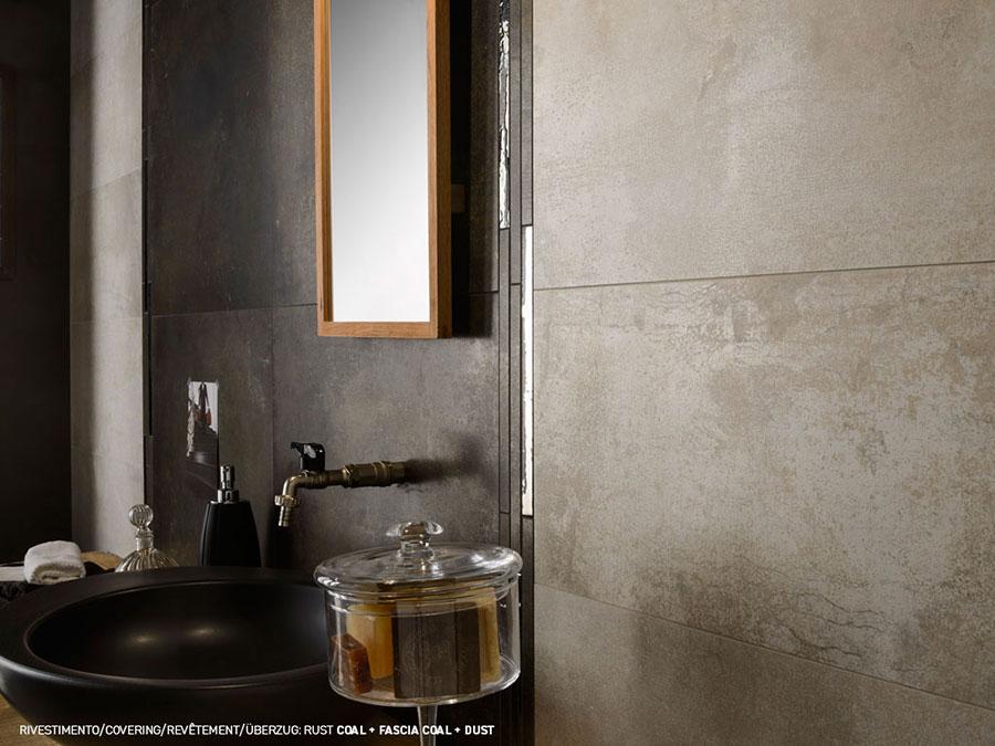 Bagno con piastrelle effetto cemento n.03