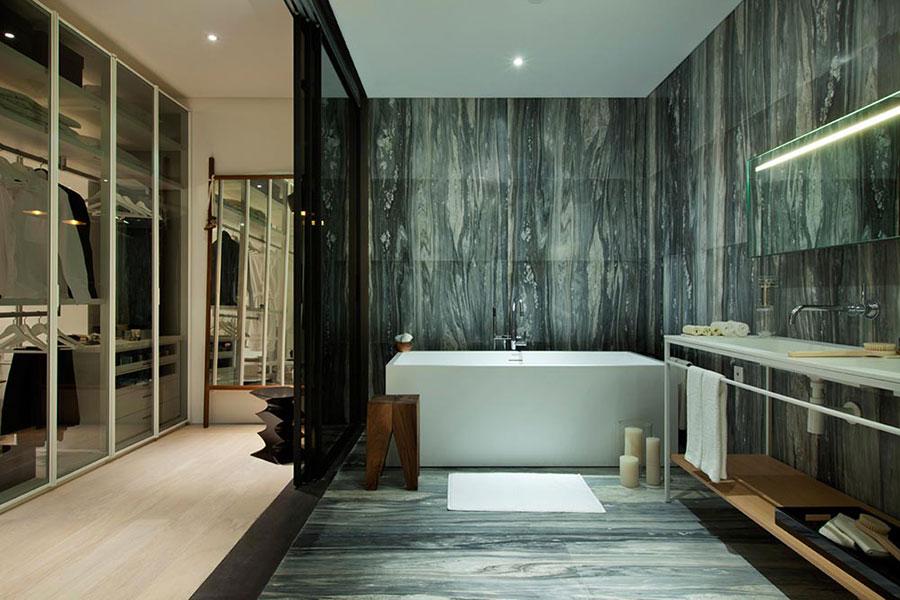 Bagno con rivestimenti in marmo particolare 05