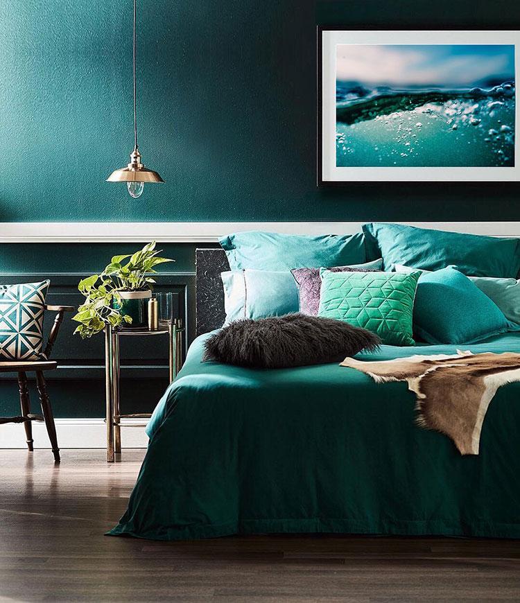 Idee per una camera da letto verde petrolio n.1