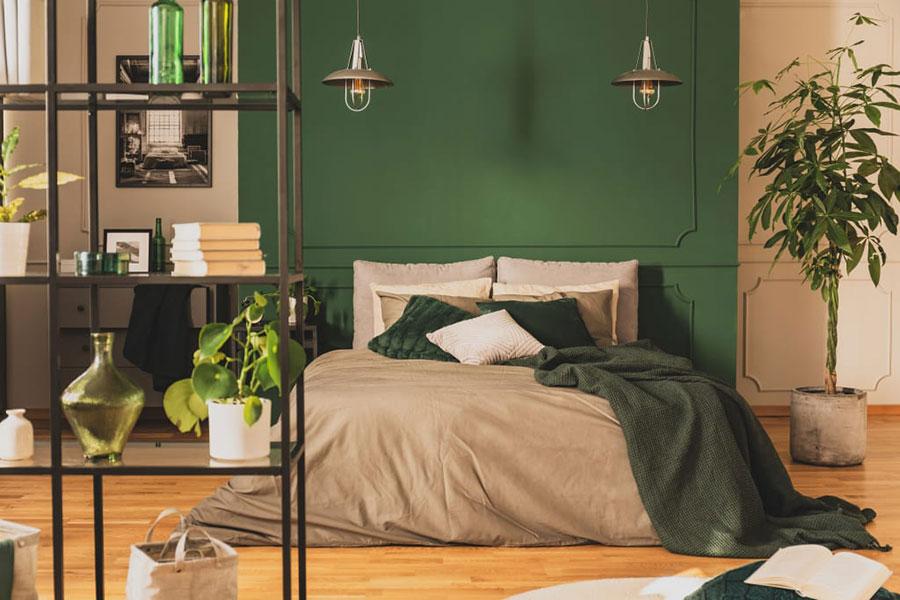 Idee per una camera da letto verde scuro n.3