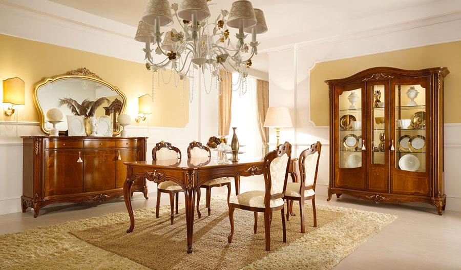Pareti bianche e gialle per soggiorno classico