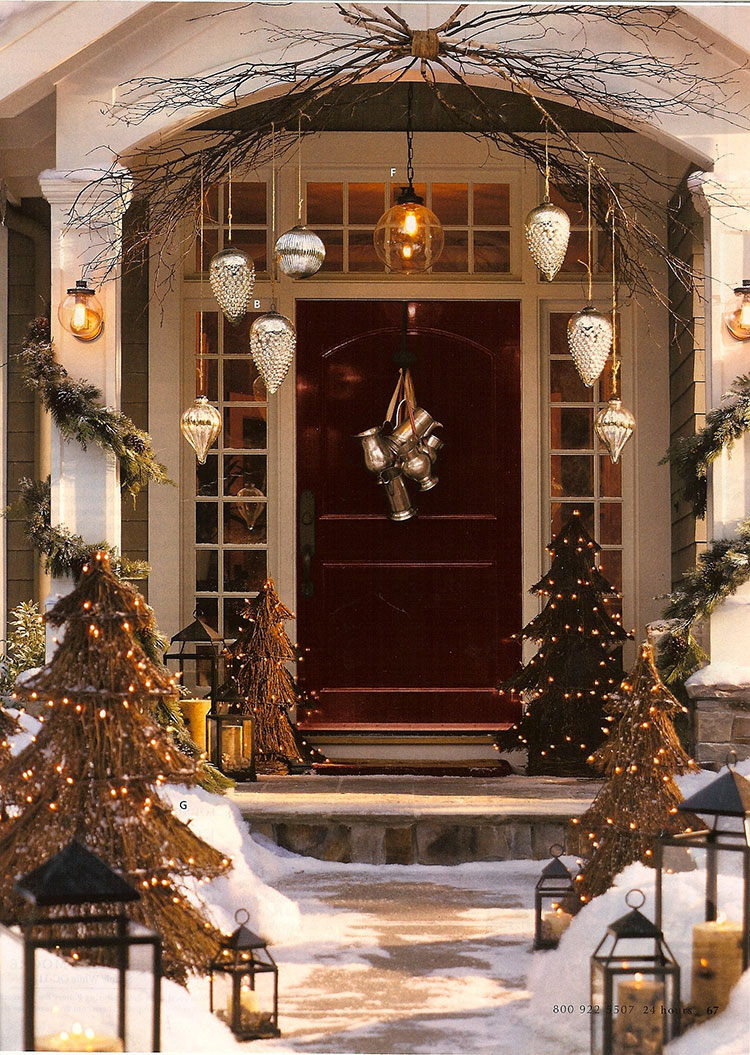 Idee per decorare una porta d'ingresso natalizia n.04