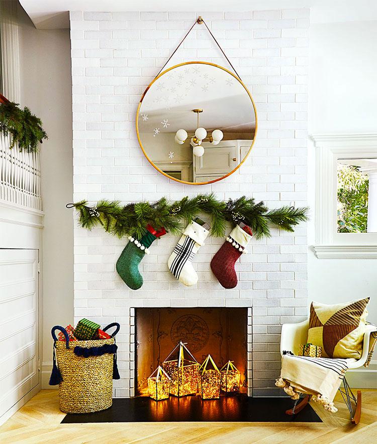 Idee per decorazioni natalizie per il camino fai da te n.01