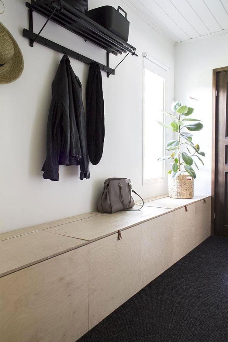 Idee per arredare un corridoio stretto e corto con una panca n.02