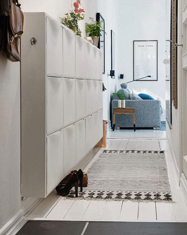 Idee per arredare un corridoio stretto e corto con una scarpiera n.01