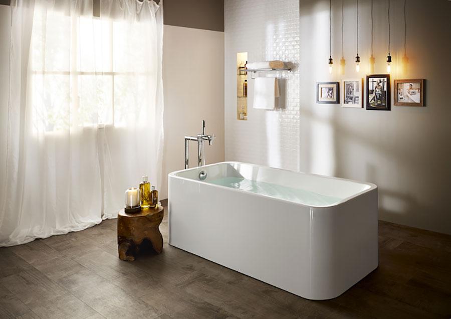 Idee per un bagno tortora e bianco n.02