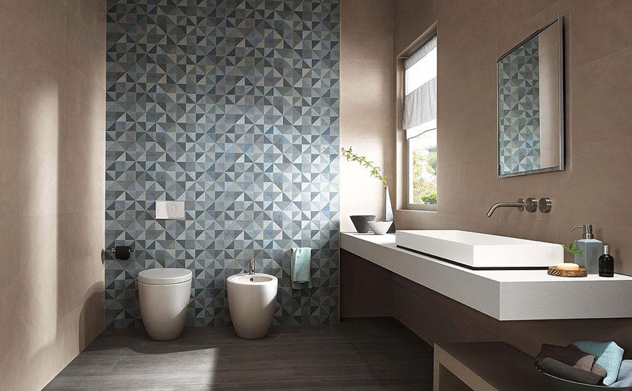 Idee per un bagno tortora e blu n.01