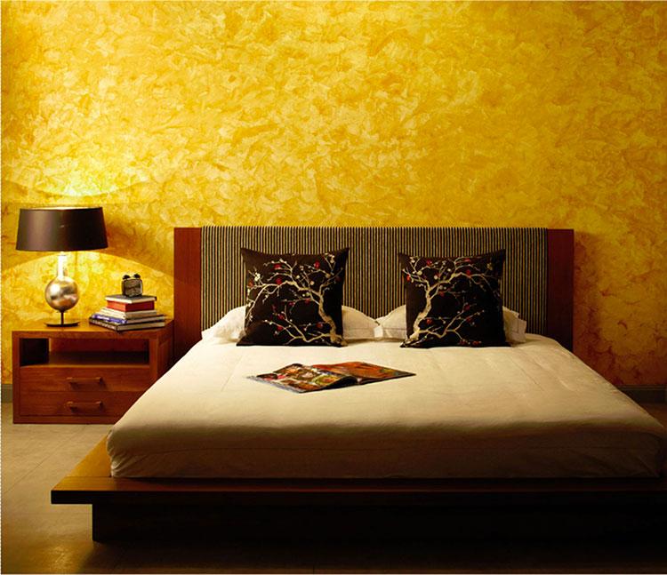 Idee per pareti gialle per camera da letto con mobili scuri n.02