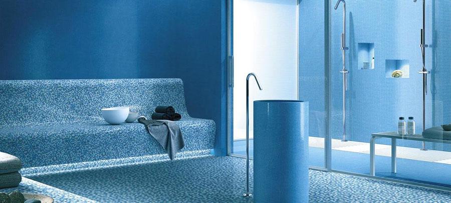 Idee per bagno di colore azzurro n.10