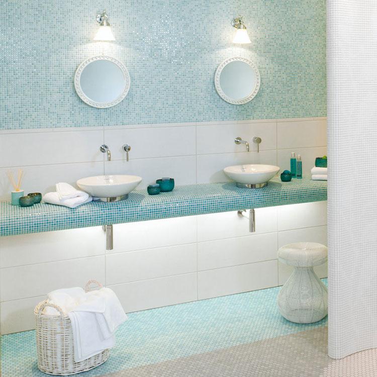 Idee per bagno di colore azzurro n.17