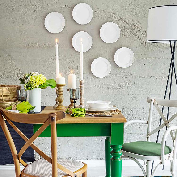 Pareti decorate con piatti e ceramiche n.1