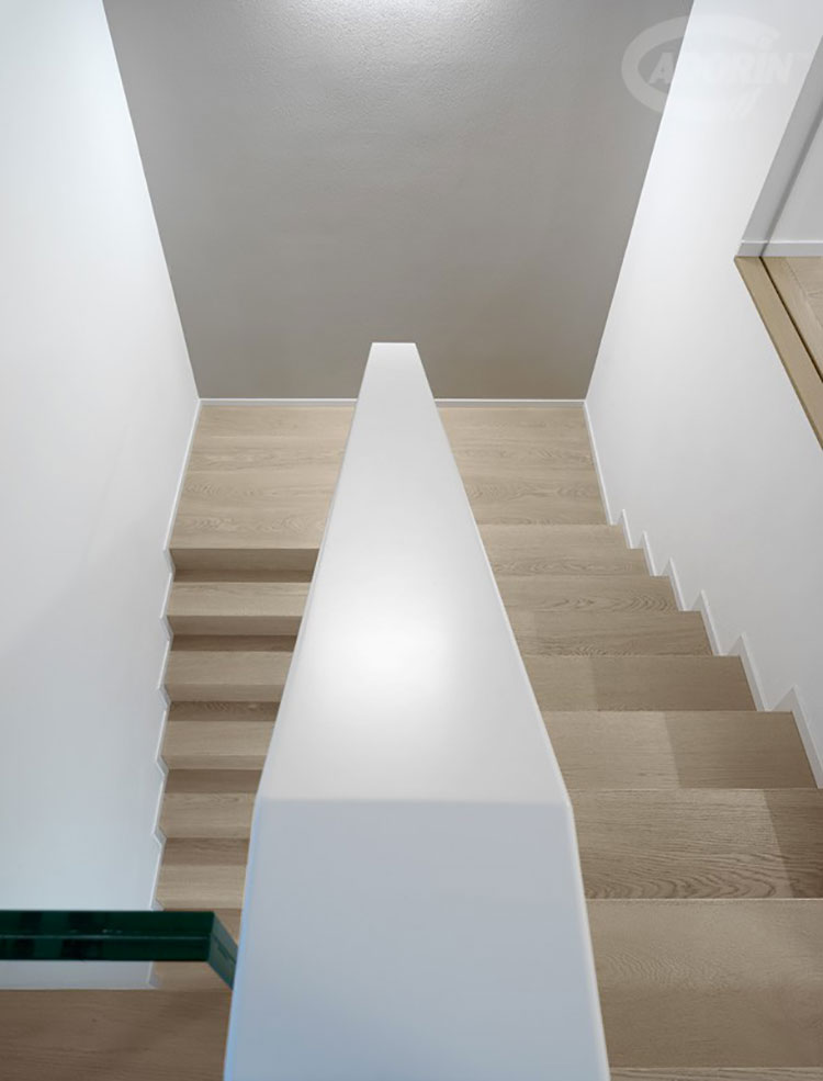 Idee per rivestimenti per scale interne in legno n.03