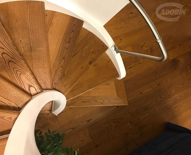 Idee per rivestimenti per scale interne in legno n.05