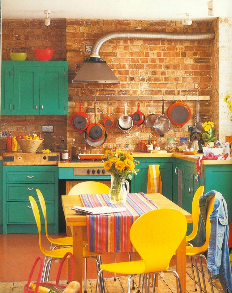 Idee per una cucina colorata classica n.01