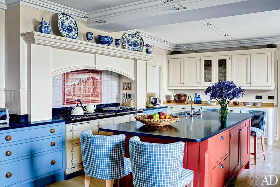 Idee per una cucina colorata classica n.03
