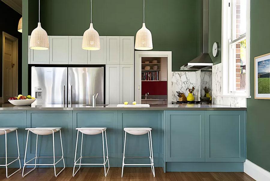 Idee per una cucina colorata classica n.08