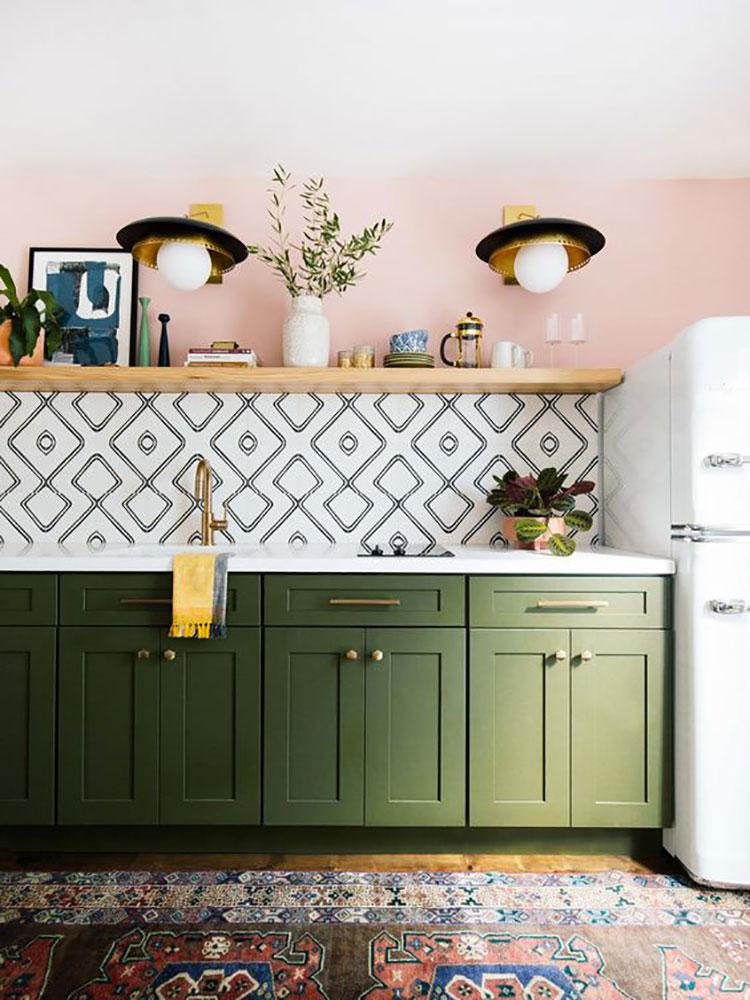 Idee per una cucina colorata classica n.09